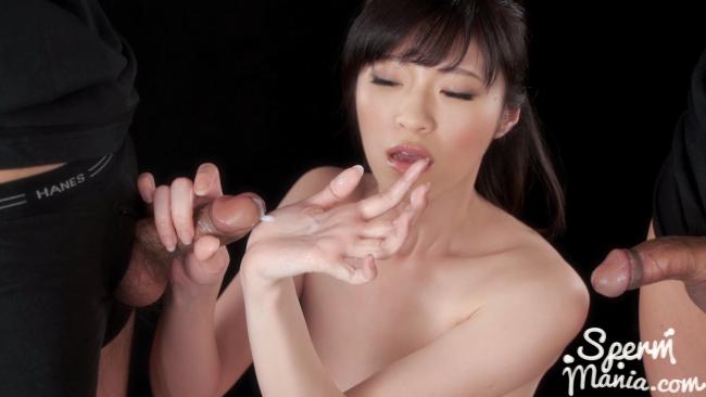 Проститутка из Токио сосет два хера